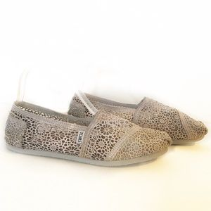 TOMS Women's lacey floral slip on's 10 Gray